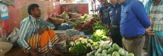 গুজব ঠেকাতে ও বাজার নিয়ন্ত্রণে রাখতে বিরামপুরে ভ্রাম্যমান অভিযান