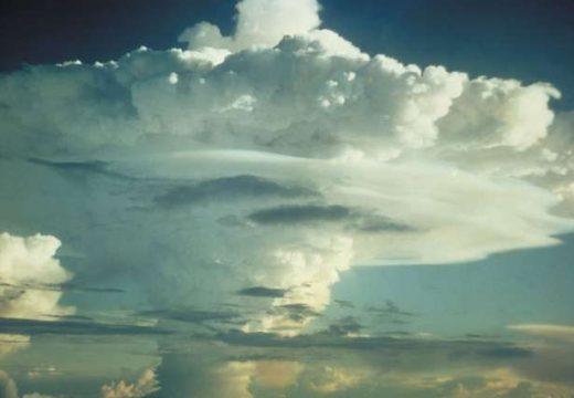 পারমাণবিক বোমা ও শক্তিশালী হাইড্রোজেন বোমা দুটিই আছে যুক্তরাষ্ট্রের