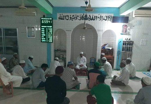ইসলামপুরে কাউন্সিলর আজাদ'র রোগ মুক্তি কামনায় মিলাদ ও দোয়া মাহফিল
