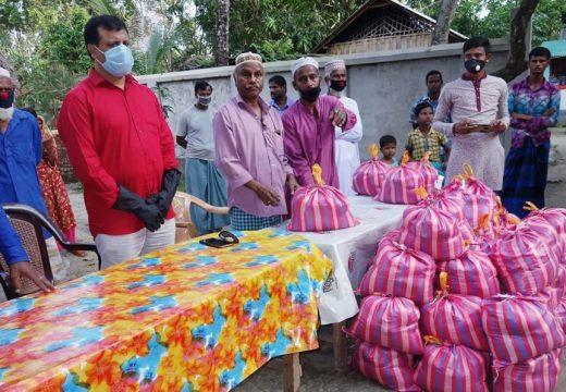 ঠাকুরগাঁওয়ে পুলিশ সুপারের নিজ অর্থায়নে খাদ্য সামগ্রী বিতরণ