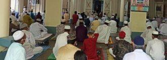 ঠাকুরগাঁওয়ে স্বাস্থ্যবিধি মেনে মসজিদে ঈদের নামাজ আদায়