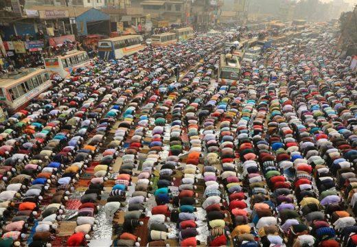 বিশ্ব এজতেমার প্রথম দিনে লাখো মুসল্লির জুমা আদায়