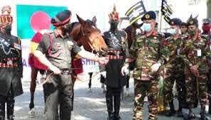 বাংলাদেশ সেনাবাহিনীকে ঘোড়া ও কুকুর উপহার দিল ভারত