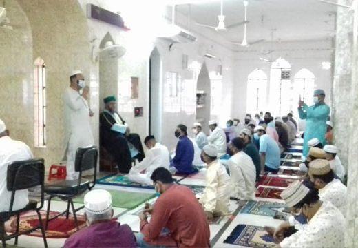 করোনা : মসজিদে মসজিদে ঈদের জামাতে অনুষ্টিত