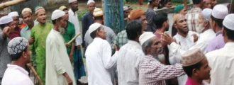 পুলিশি প্রহরায় চলছে জুমআ'র নামাজ আদায়