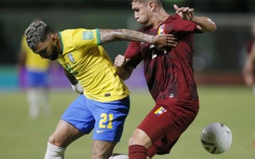 ভেনেজুয়েলার বিপক্ষে ৩-১ গোলে জিতেছে ব্রাজিল