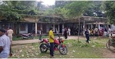 আজমিরীগঞ্জ সাব-রেজিস্ট্রি অফিস ভবনে জীবনের ঝুঁকি নিয়ে কাজ করছেন দলিল লেখকরা